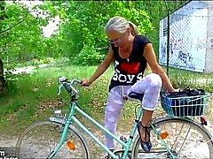 Sexy geile Fahrradtour mit Orgasmusgarantie