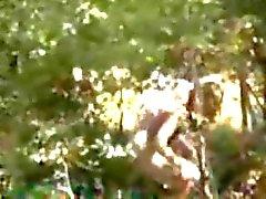 Fångade min söta kusin onanerar i trä