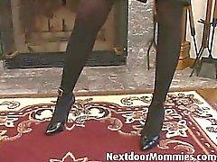Bruna donna cougar piace to soffocare di una suocera bbcBrunette