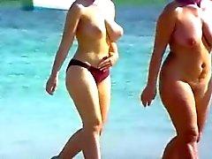 Naakt strand grote tieten