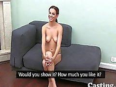 Flessibile giovane ragazza in getto