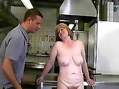 Sexe extrême avec maman excitée Trena de kinkyandlonelycom