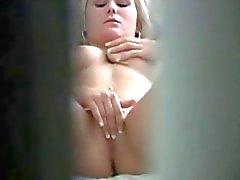 Sexy Blonde kiinni masturboi On Piilokamera
