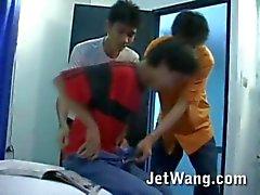 Hete Aziatische twink gevangen