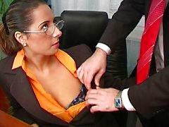 Sexy baiser de bureaux Daria Glower sont très