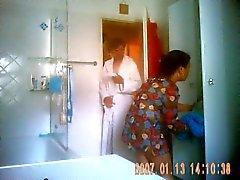 Neuen Putzfrau nimmt EINE Dusche