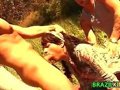 Бразилии Чик Во секс втроем открытом воздухе