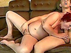 De mamie roux de graisse se fait baiser