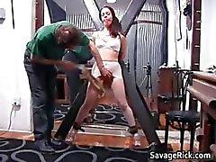 Kinky morena enxada Brianna recebe seu minúsculo part1