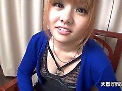 Japan Mädchen verdammten nach der Aufnahme eines dick den Hals