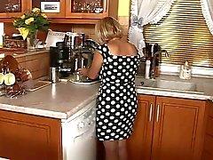 Wenig Mature Geniessen Sie Geschlechts In The Kitchen