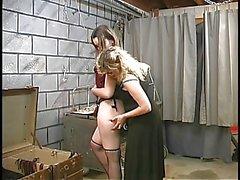 Kaksi söpö kellarissa bdsm lesbot laatia ja saada köytetty jopa Master Len