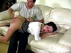 Naughty écolière fessée