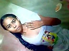 Tetas adolescente del indio Shower Público