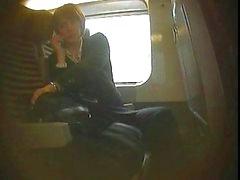levy flash- junalla hän ei lopeta katsoa