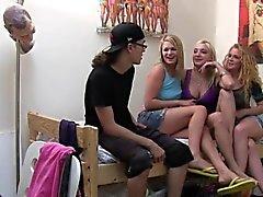 Funny Studentin Geschlecht mit kleinen Kindern