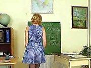 Enseignant Dame doigté pervers après avoir une classe