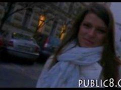 Busty brunette flicka plockas upp på gatan och körd för kontanter