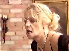 Granny & milf fisting en neuken deel 3