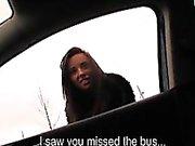 Amatör tjej missat bussen kommit överens om att ha sex i bilens