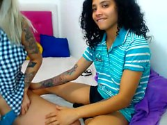 harliequinnx amateur se doigte sur webcam en direct