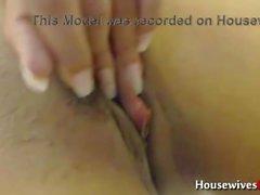 Bubble butt pierced chick Caramel masturbates