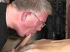 De vieillards jeune les gars du porno de sexe gay les plots dos bénigne est une en C