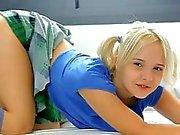 Pleasuring pigtails Sevimli genç Monroe