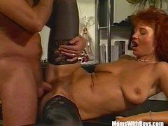 Brunette Bureau MILF En Sexy Stockings Fucked