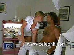 Hastanede seksi hemşire hizmet veren hasta