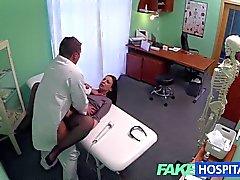 Le telecamere nascoste FakeHospital di cattura donne fottuta paziente