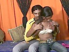 preciosa bebé indio follada