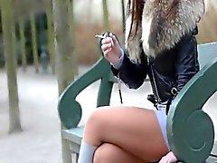 Raucher Fetisch dangling Zerkleinerungs cigarette julie