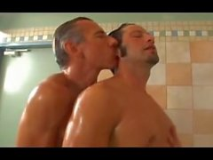 Большой Dick папа в раздевалке душе