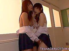 Japanische Schülerin lesbische Sitzung machen aus