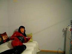 Doll di lattice catsuit e la maschera femminile avere certo divertimento