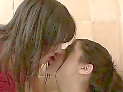 Две naugthy поцелуи лесбиянок подростка Girls part5