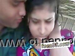 Indianerdorf Mädchen küssen Freund im Freien Skandal - teen99 * com