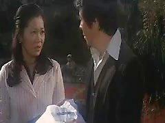 Nunnat japanilaisesta elokuvasta, joka harjoittaa epäpyhiä lesboa