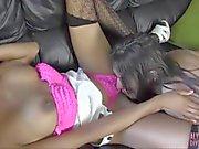 Lesbiana caliente de capturado del juguete wanking hace ebony pechugona puta esperma