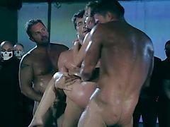 Oscena - XXX music video porno gratis ( gang bang in ruvida)