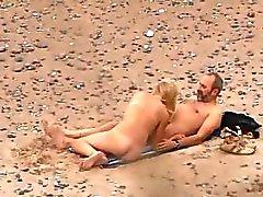 Yeğenim plaj seks Voyeuring