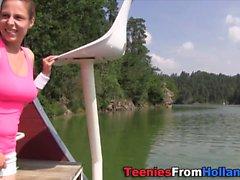 cum teenager spruzzato sulla barca