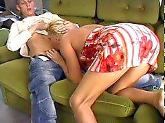 Heiße Blondine MILF Geschlecht mit magerer Kerl