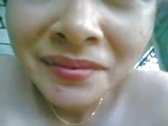 Thai Vitun vaimomakuuhuoneessa