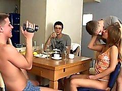 Популярные групповой секс поймала на вебкамеру