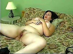 Fille douce avec pubienne velues & des seins de géant !