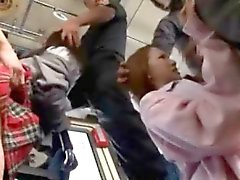 Беспомощность Азиатский Teens Gangbanged в автобус !