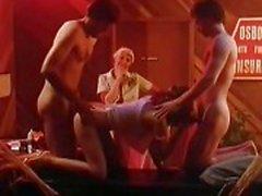 Les scènes pornos de classique dures dans la cage