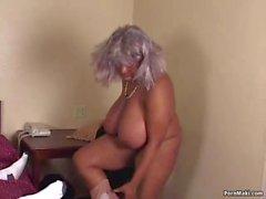 Belles femmes rondes Ebony Granny